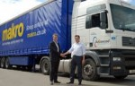 Makro UK logistics manager Steve Mawby and Advanced's Mike Danby