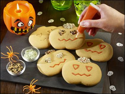 New DIY Halloween-themed gingerbread kit